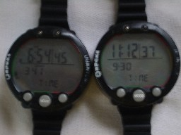 Pair of Apeks Quanta - the one on the left doesn't work